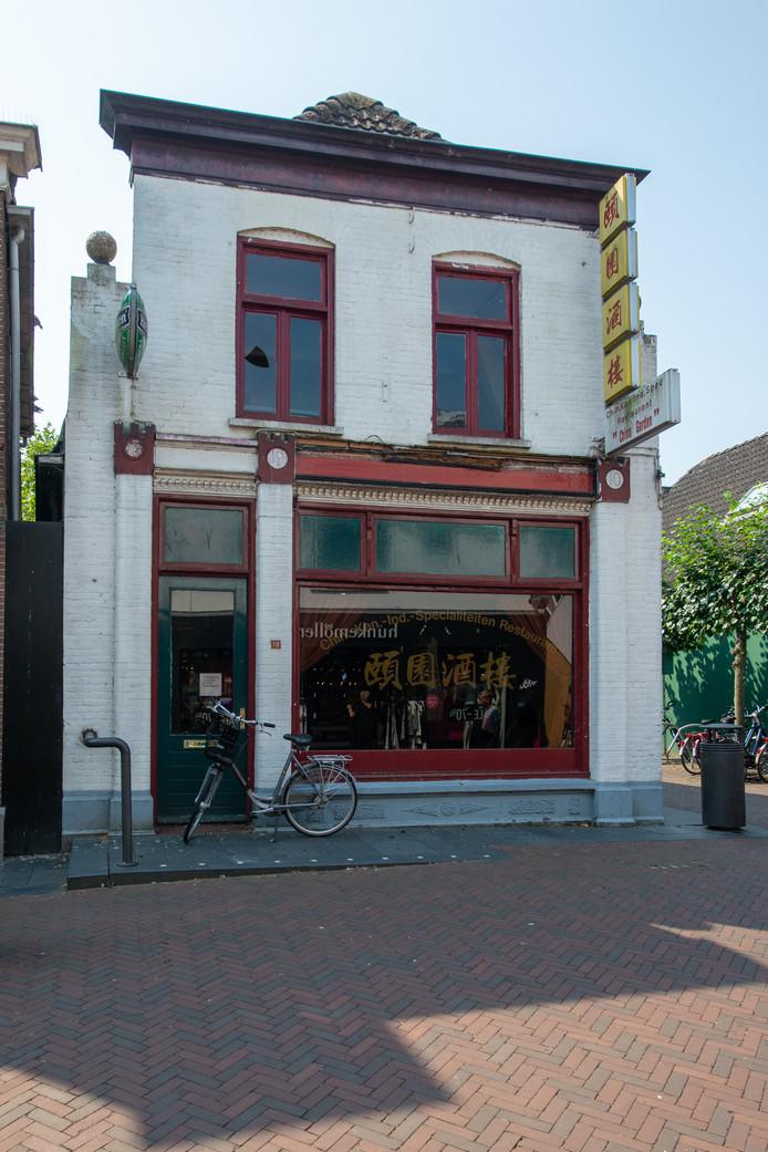 Het pand van het voormalige Chinese restaurant China Garden staat op de nominatie gesloopt te worden ten behoeve van een lunchroom met vier appartementen. De roep van Hardenbergers om de gevel te behouden wordt steeds luider.