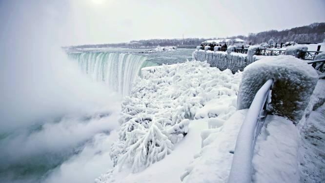 Niagarawatervallen deels bevroren: -67 graden gevoelstemperatuur, maar het levert wel prachtige foto's op