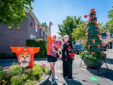 Anton en Marianne kleuren de hele straat Oranje: 'Maar eerlijk gezegd hebben we niets met voetbal'