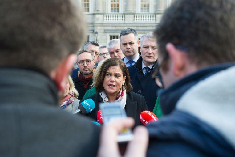 Sinn Féin -voorzitter Mary Lou McDonald blijft voorlopig in de kou staan in Ierland: geen van de twee andere grote partijen wil met Sinn Féin samenwerken.
