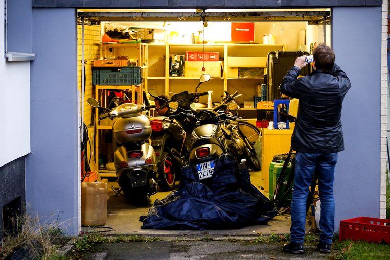 Politie-inval in Pulheim, Duitsland, eind 2018. Samen met collega's uit Nederland, België en Italië wordt er jacht gemaakt op de zich als een olievlek over de hele wereld verspreidende Calabrese maffiabende 'ndrangheta'. Beeld EPA