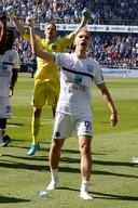 Teodorczyk juicht op kousenvoeten. Hij droeg zijn goal op aan zijn overleden broer. Anderlecht volgt nu op twee punten van de leider.