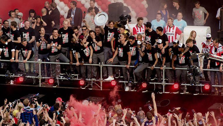 Huldiging van de selectie van PSV op het Stadhuisplein in Eindhoven. Beeld anp