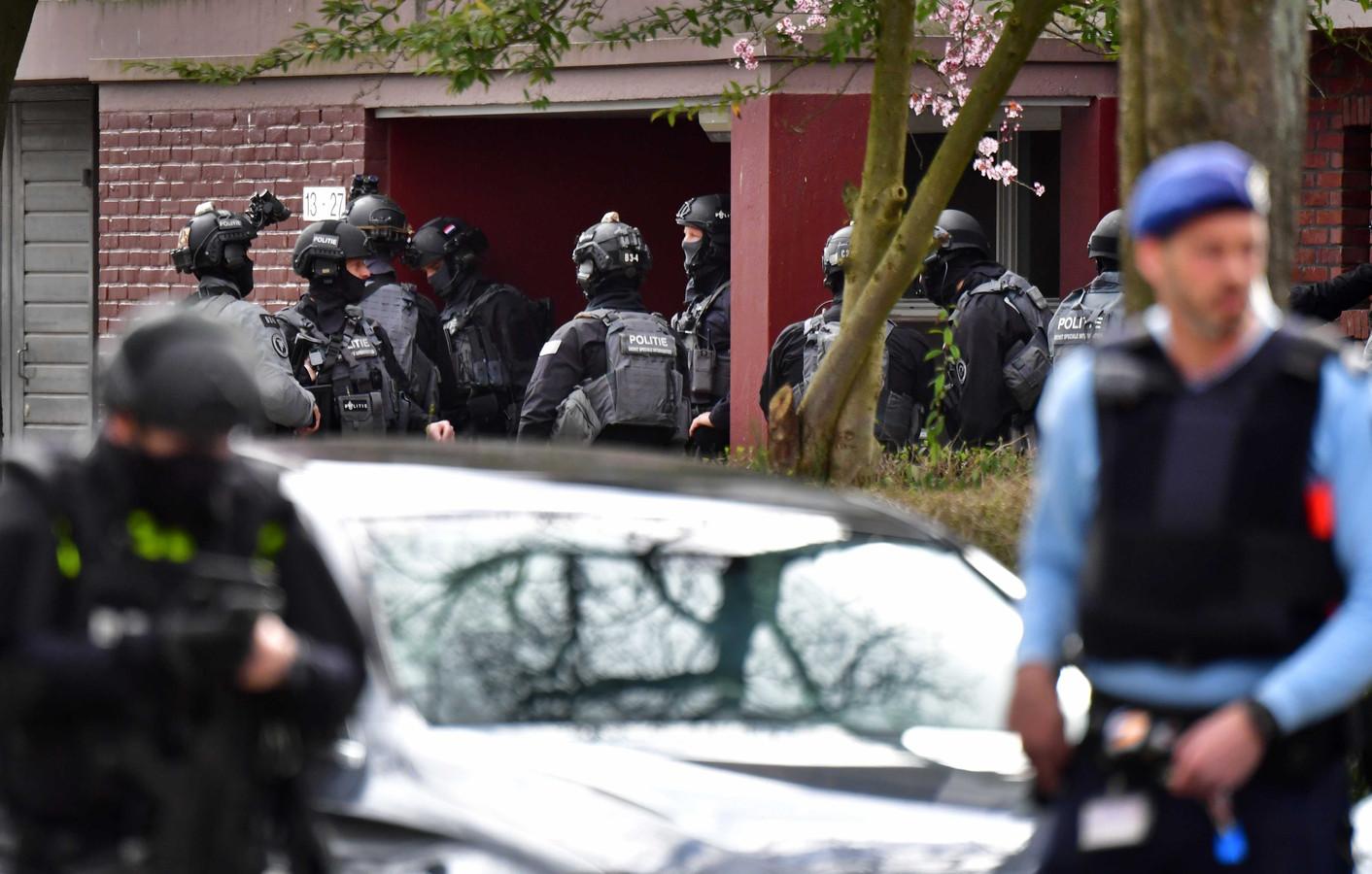 Speciale eenheden van de politie in de Trumanlaan.