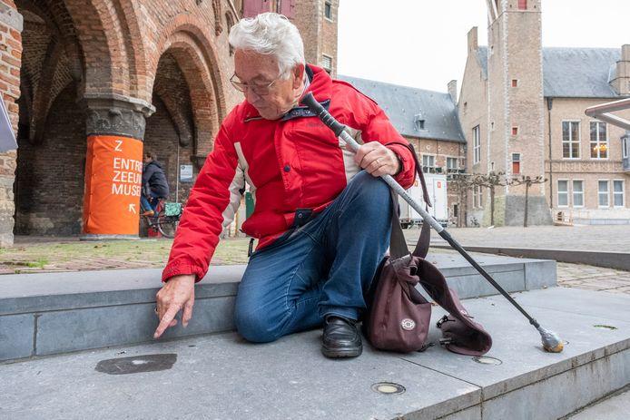 Stadspaleontoloog Freddy van Nieulande ziet dingen in steen, die gewone stervelingen niet zien.