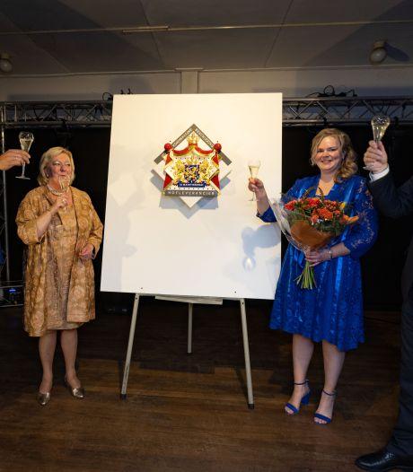 Kamper drankenhandel Siebrand viert honderdjarig bestaan met predicaat 'Hofleverancier'