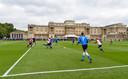 Eerder vonden sportmanifestaties plaats in de tuinen van Buckingham Palace, zoals deze voetbalwedstrijd.