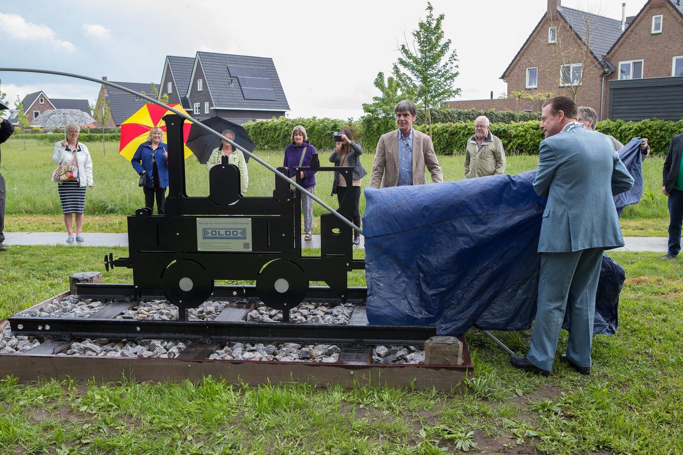 Wesepe onthulling Oldo monument door burgemeester Ton Strien