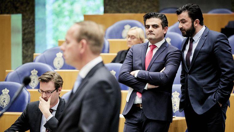 Kamerleden Tunahan Kuzu en Selcuk Ozturk(R) tijdens het vragenuur in de Tweede Kamer. Beeld anp