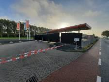 Uitgebrand bestelbusje bij benzinepomp in Zeewolde: 'Wonder dat pomp niet in brand vloog'