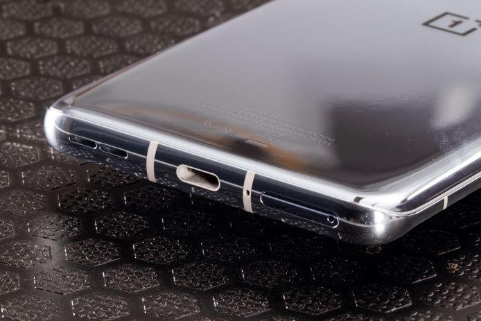 De onderkant van de OnePlus 9.