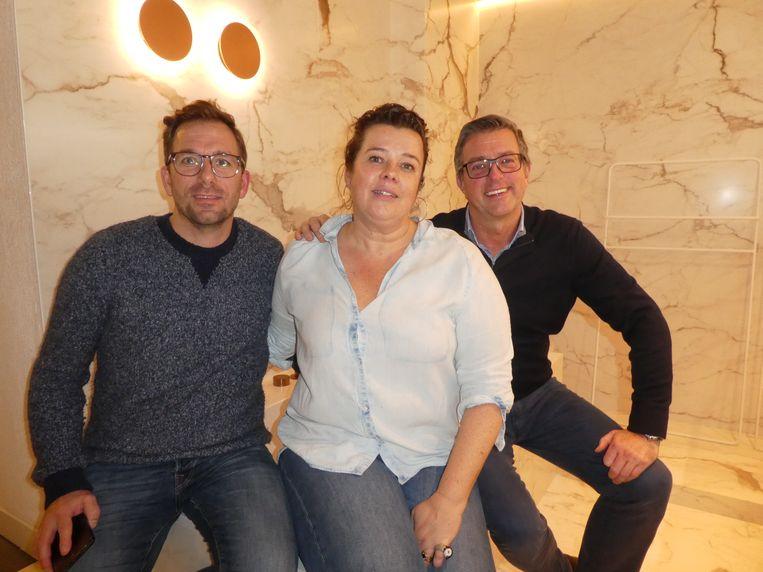 Medewerkers Patrick de Goede, Marjolijn van Deuveren en Marc Sluijter, op de rand van de Fantini, leverbaar met kranen in vijf kleuren.  Beeld Hans van der Beek