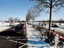 Op het ijs is ruimte genoeg, maar de wegen rond de Utrechtse schaatsgebieden staan vol met auto's