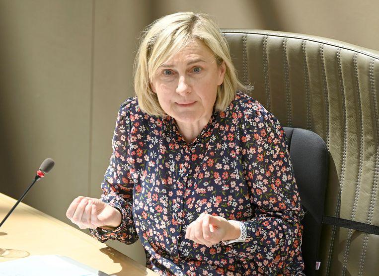 'Hilde Crevits kent haar dossiers. Daarin verschilt ze van sommige andere politici die vaak zeggen wat medewerkers hun hebben ingefluisterd.' Beeld Photo News