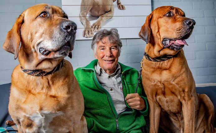 Hondenkenner Martin Gaus verzorgt de digitale opening van de nieuwe expositie.