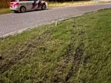 Verkeersbord omver in Steenwijkerland, verloren kenteken leidt politie naar bestuurder 'zo kachel als het maar kan'