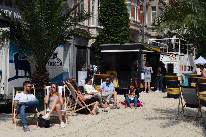Een strand in de Bondgenotenlaan hebben we al gehad in het verleden. Liefst Leuven doet er nu vrijdag nog een zwembad bij.