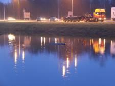 Busje te water bij Nijverdal, twee gewonden