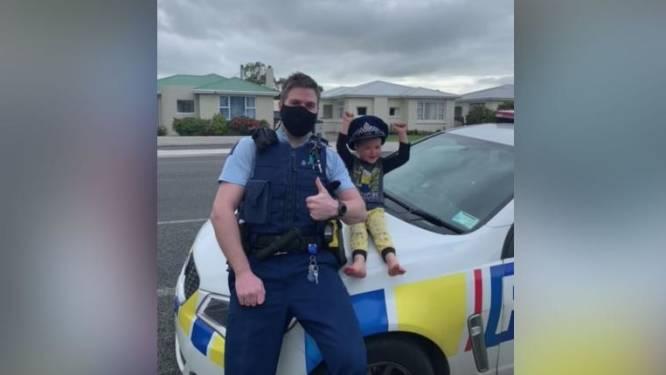 Nieuw-Zeelandse politie reageert geweldig op aandoenlijke noodoproep van jongetje (4) over zijn speelgoed