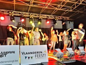 Ronse zong, luisterde, dronk en at voor Vlaanderen. En het moest ook even schuilen voor de regen.