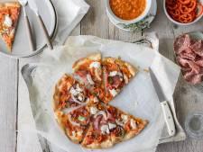 Wat Eten We Vandaag: Pizza met venkelsalami en ricotta