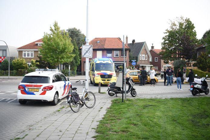De fietser werd aangereden bij de oversteekplaats op de Violierstraat in Almelo.