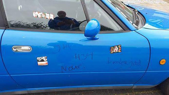 De bekladde auto van Stef Driesse.