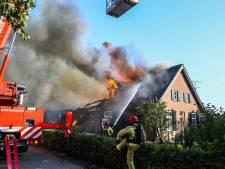 Stal, schuur en woonboerderij zwaar beschadigd door brand in De Mortel, geen vee getroffen