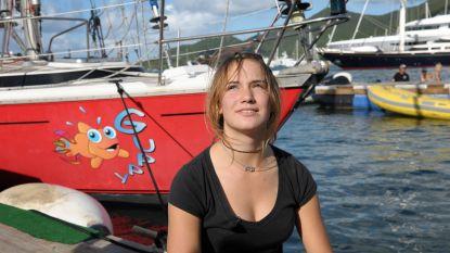 Zeilmeisje Laura Dekker diepbedroefd: zeilboot Guppy verloren na stranding op rif