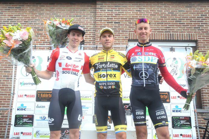 Het podium twee jaar geleden met in het midden winnaar Maxime Vantomme, links Thomas Vereecken (tweede) en rechts  Maxime Farazijn (derde).