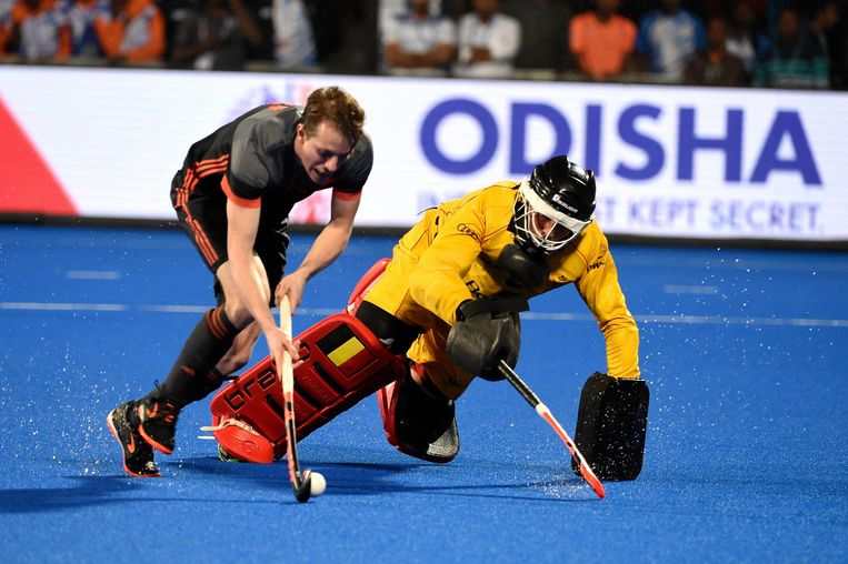 Doelman Vincent Vanasch in actie tijdens de shoot-outs in de WK-finale tegen Nederland. Beeld Photo News