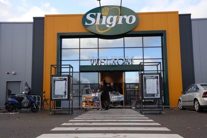 De Sligro vestiging in Helmond. Ook hier zijn consumenten niet langer welkom.