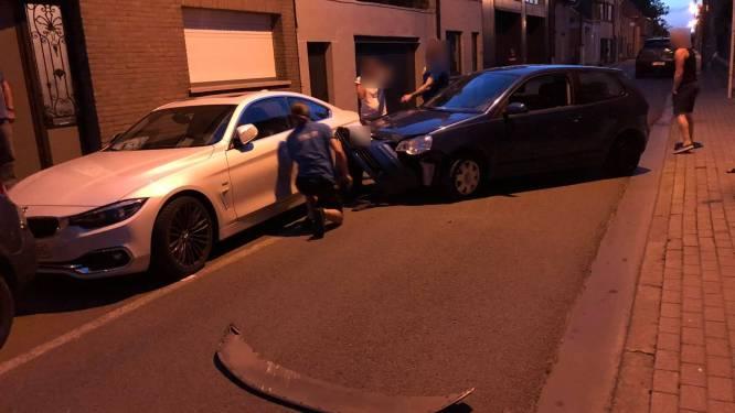 Bestuurder onder invloed rijdt tegen geparkeerd voertuig aan
