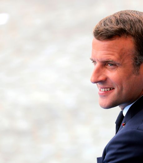 """Photo de Macron en maillot dans une expo: enquête ouverte pour """"atteinte à l'intimité"""""""