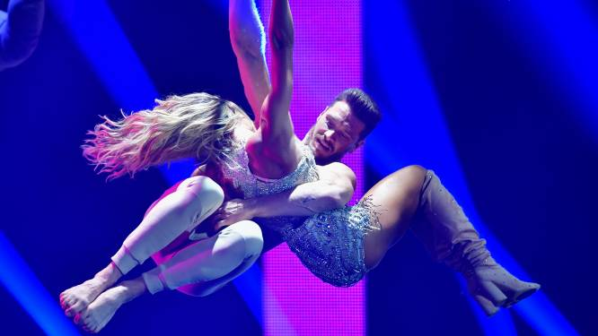 Vonk sloeg over op 15 meter hoogte: Helene Fischer verliefd op knappe acrobaat