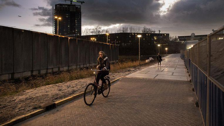Een van de zedenmisdrijven vond plaats op een fietspad aan de Wenckebachweg. Beeld Mats van Soolingen