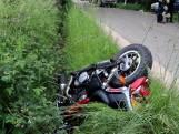 Motorrijder klapt in Klarenbeek op auto die uitrit uitkomt