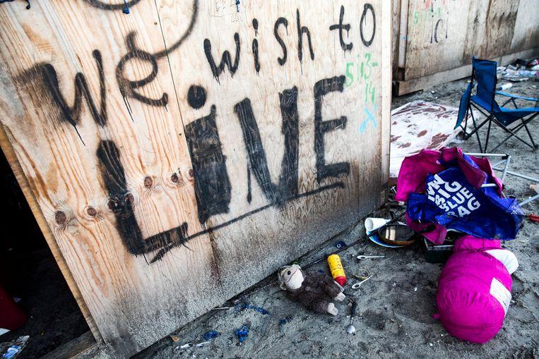 Een duidelijke boodschap tussen de achtergelaten spullen. Beeld EPA