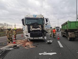 Truckchauffeur lichtgewond na kop-staartaanrijding in staart van file op E17