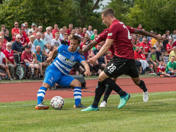 In de voorbereiding op het afgelopen seizoen speelde PEC Zwolle onder meer in Ilten tegen Hannover 96.