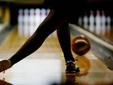 Meisje zit uren met vingers vast in bowlingbal, pan met frituurvet was de oplossing