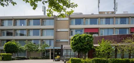 Budels verpleeghuis verloor op twee afdelingen helft van de bewoners: rouwauto's af en aan