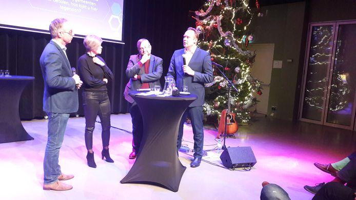 Politiek in De Pol met (vlnr) presentator Hans Verbeek, vice-voorzitter Mirjam Bult van de Universiteit Twente, SP-kamerlid Frank Futselaar en CDA-fractievoorzitter Pieter Heerma.