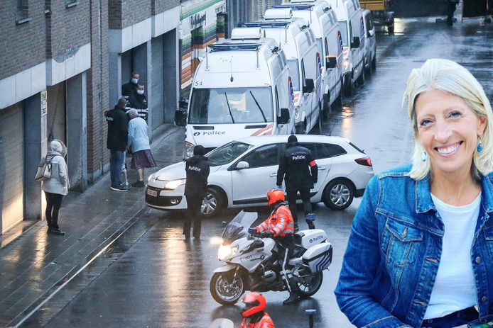 De auto met de verdachte rijdt de garage binnen van het gebouw waar de feiten gebeurden. Inzet: slachtoffer Ilse Uyttersprot.