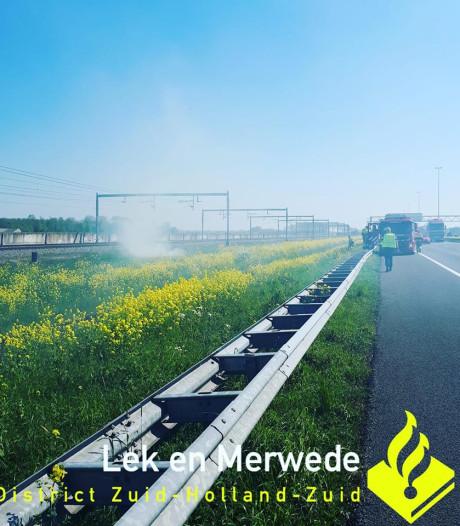 Bermbranden langs A15 bij Vuren geblust