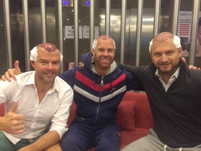 Filip D'haeze, Nicolas Liébaert en Wout Bru. Om de transplantatie goed te kunnen doen, moest het kapsel van de heren eerst volledig gekortwiekt worden