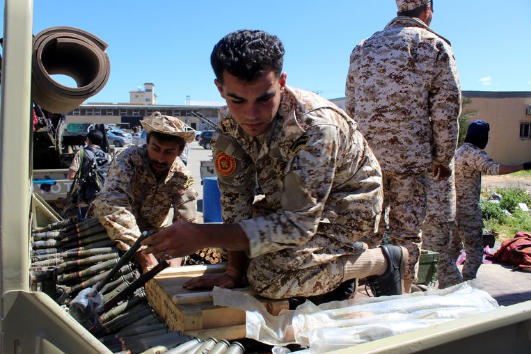 In Libië zijn wordt er, acht jaar na de val van Kadhafi, nog altijd hevige gevochten om de macht. Beeld EPA