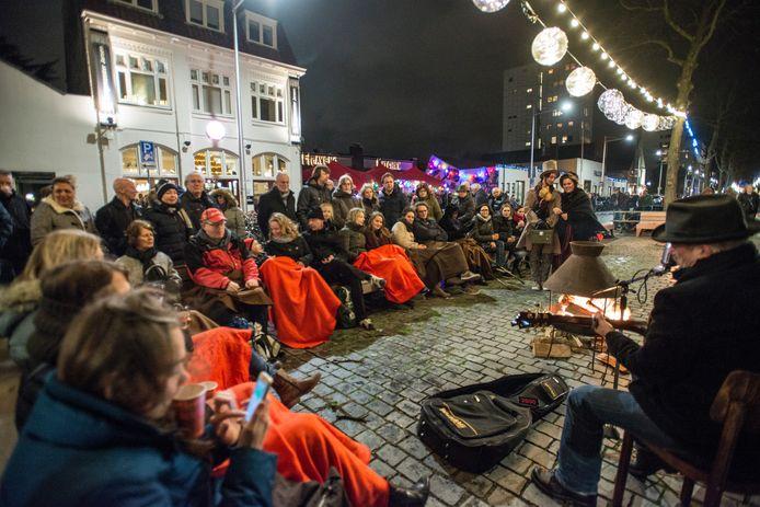 Eerder optreden singersongwriter André van den Bogaart tijdens lichtfeest in Tilburg.