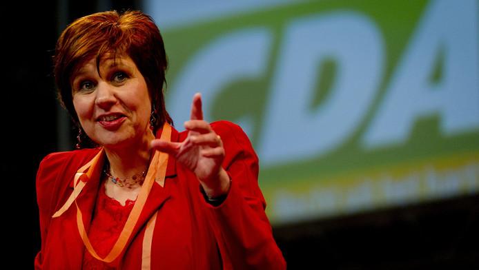 Partijvoorzitter Ruth Peetoom is aan het woord op een CDA congres.
