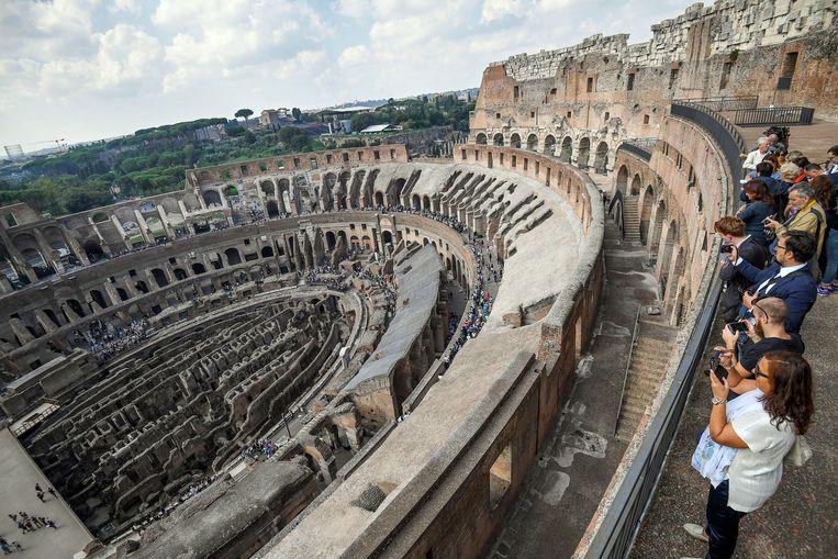De twee bovenste verdiepingen van het Colosseum in Rome werden grondig gerestaureerd.  Beeld EPA